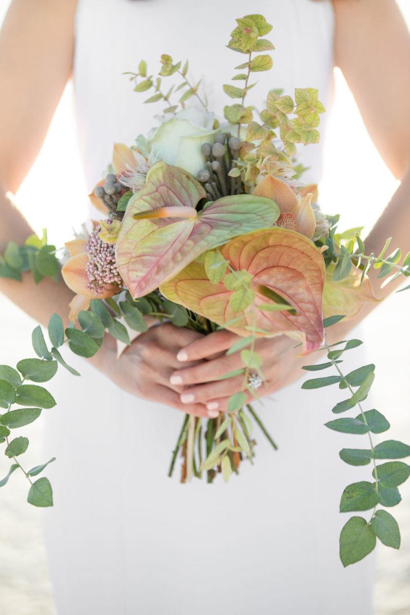 Simple Elegant Modern Wild Pastel Wedding Bouquet Victoria Chukarov Salt Flats Utah 2