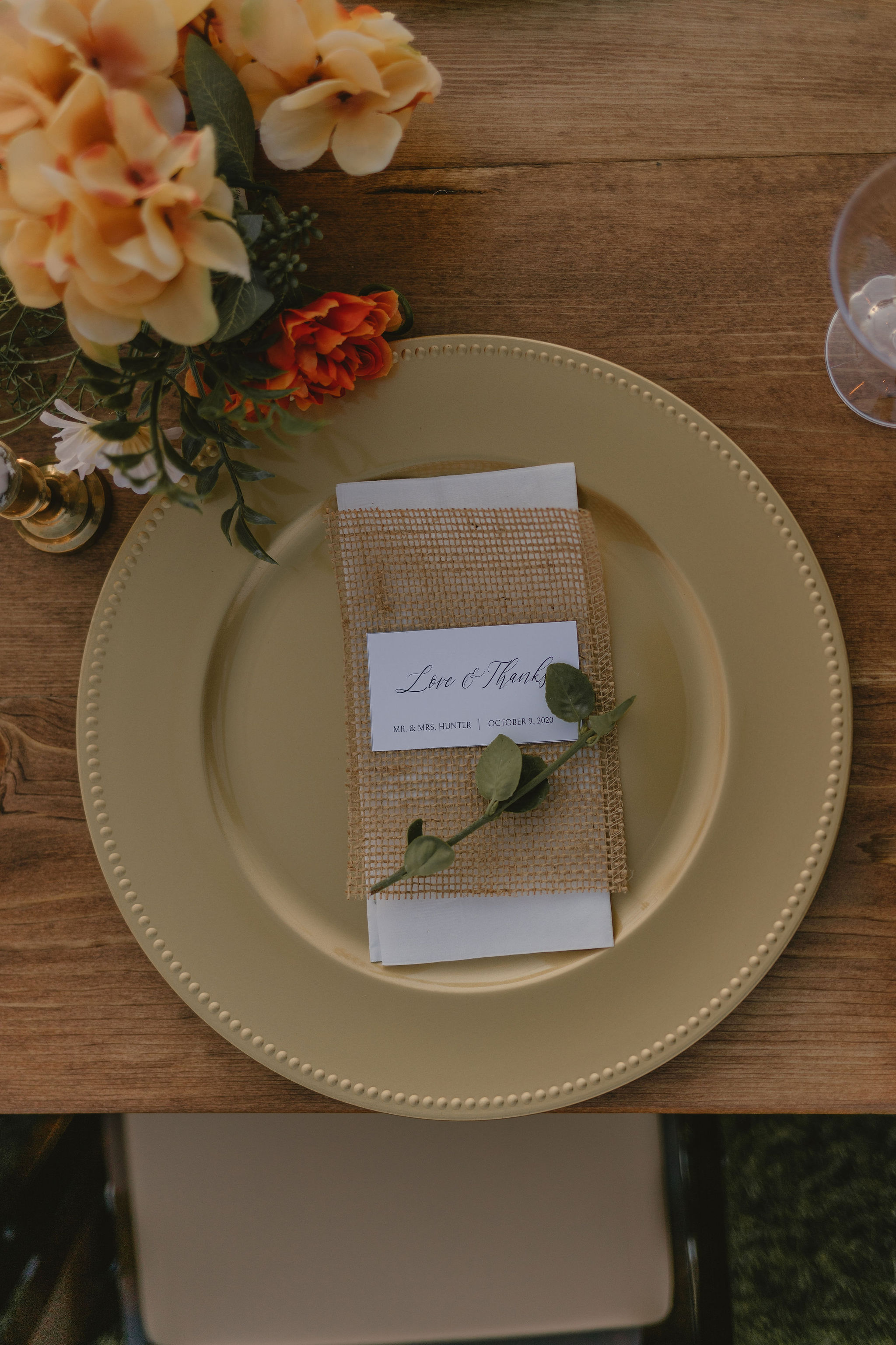 Minimalist Eco Friendly Wedding Table Decor Backyard Summer Wedding Princess Kaiulani Tabernero 1