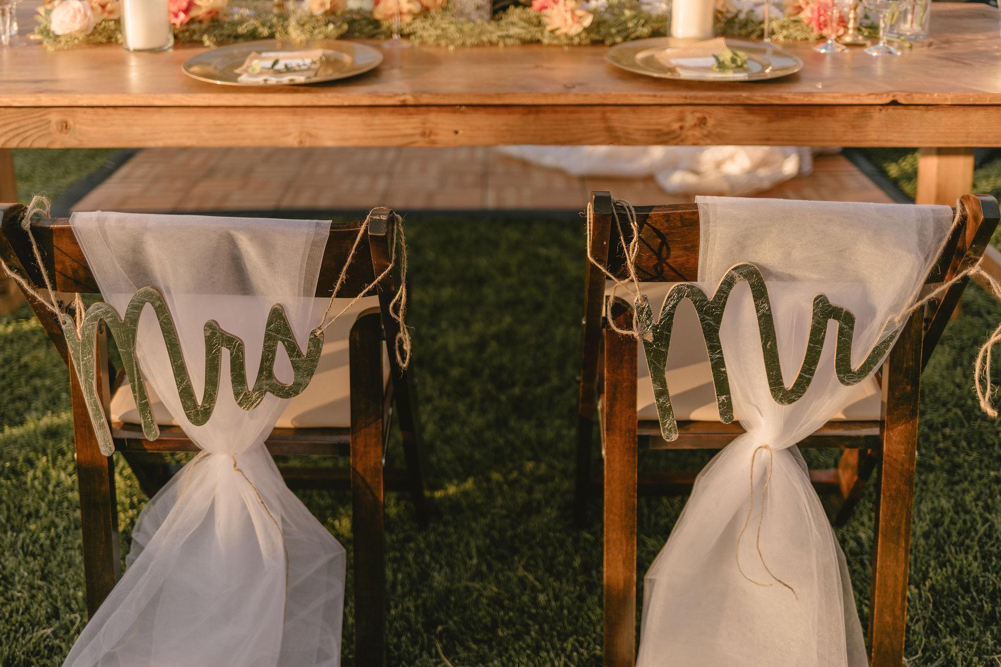 Minimalist Eco Friendly Wedding Table Decor Backyard Summer Wedding Princess Kaiulani Tabernero 2